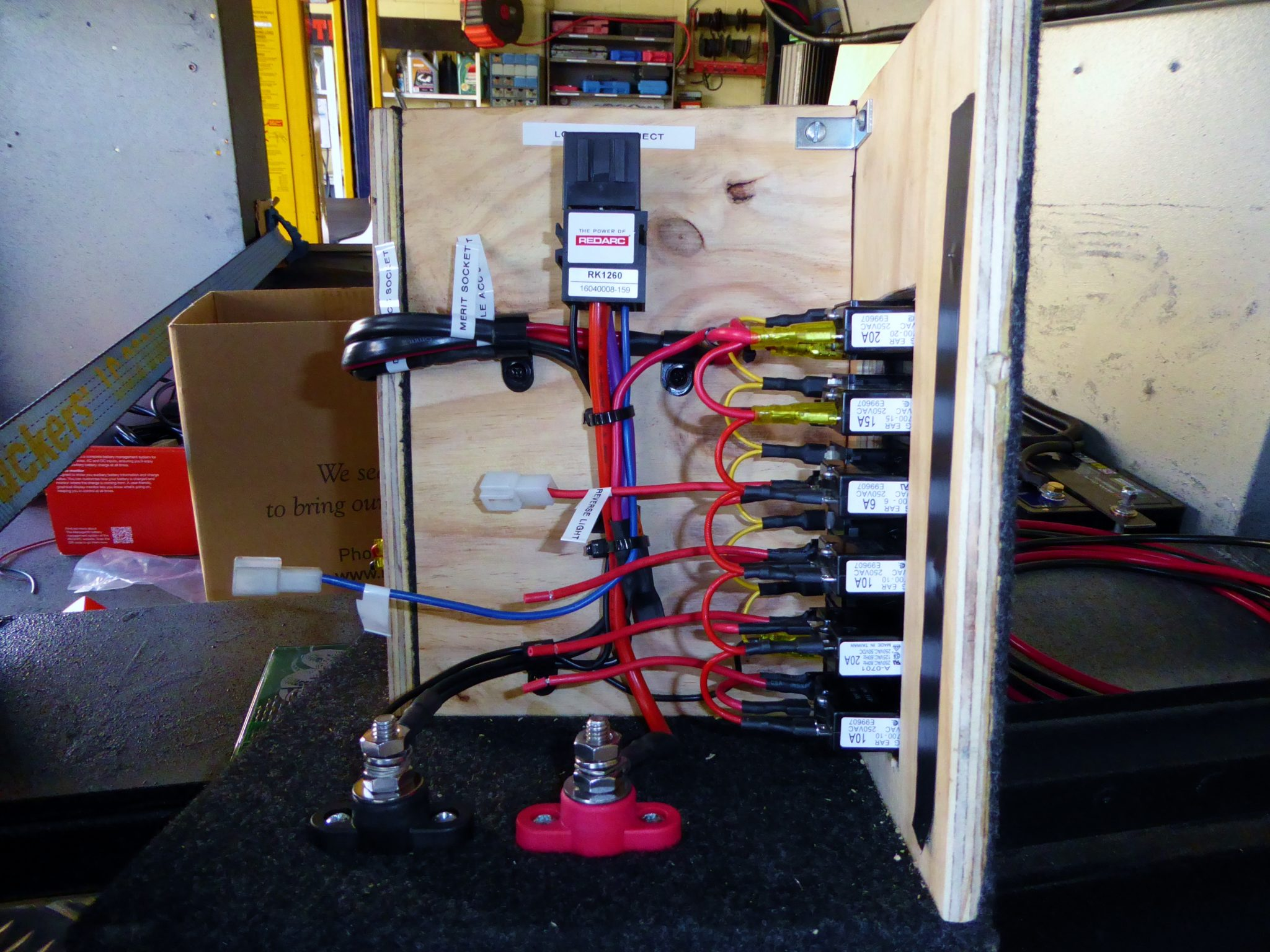 04-redarc-fuses-and-relays-being-wired